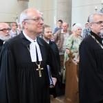 Vstupní průvod: biskup M. Bünker a synodní senior J. Ruml